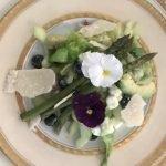 Groene salade met bloemen